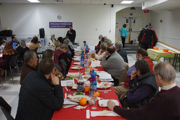 ham-seder-18-table-listening-600 (002)